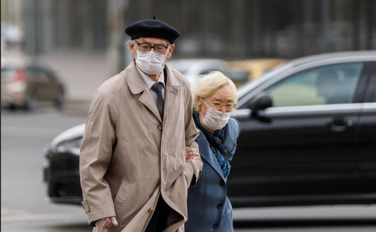 пенсионеры масках фото