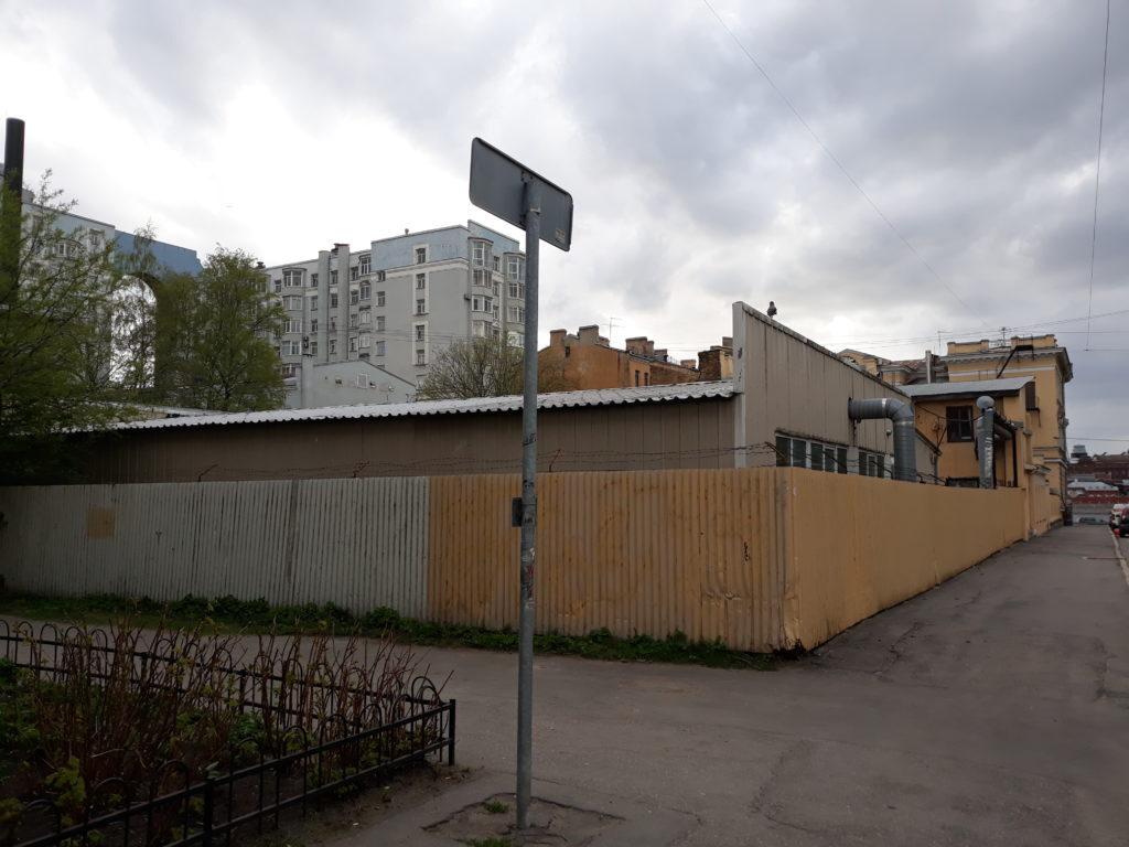 вид на арку помяловского