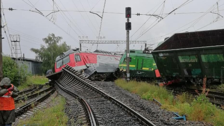 поезда столкнулись в питере