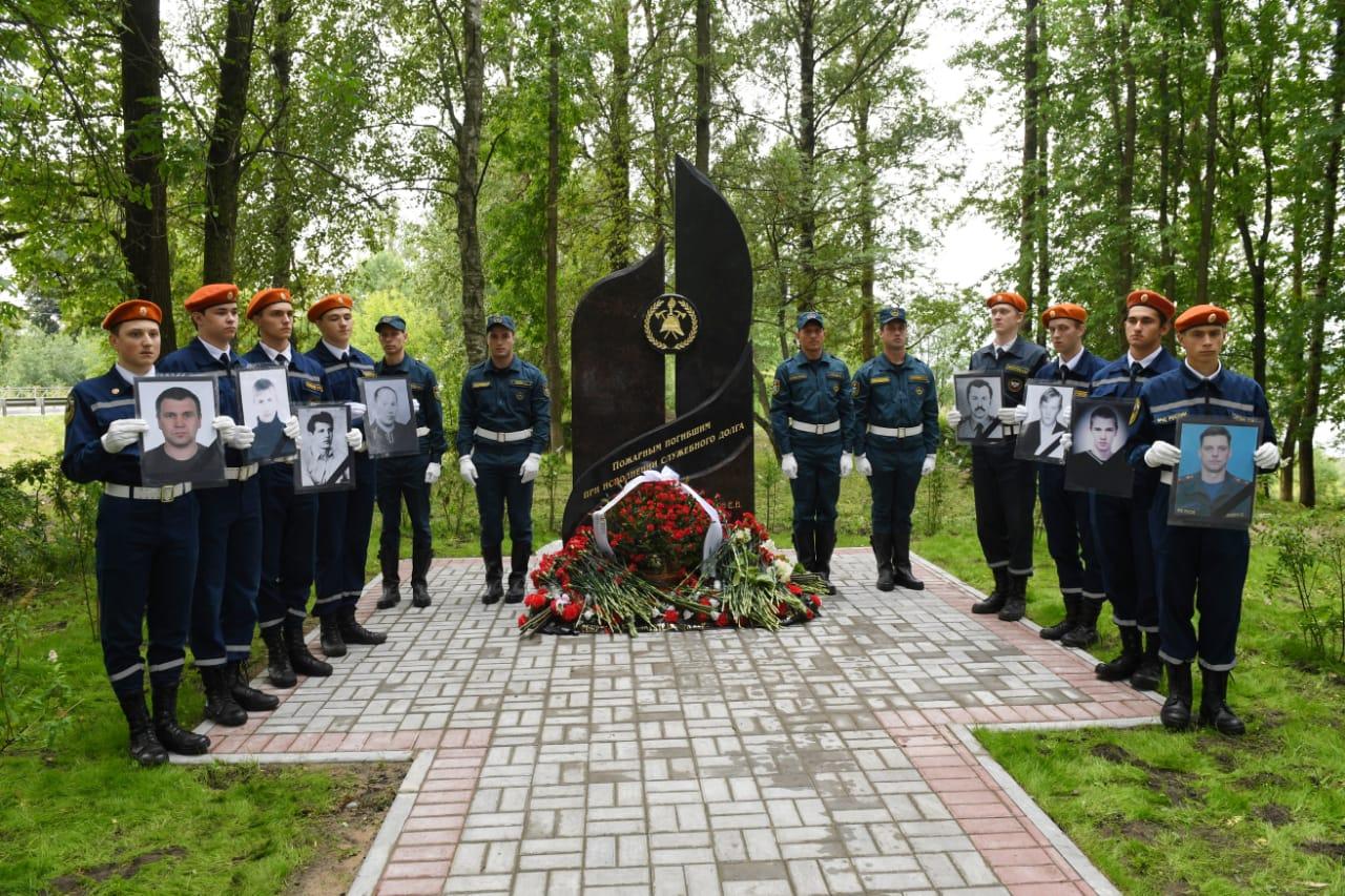 памятник пожарным кировск
