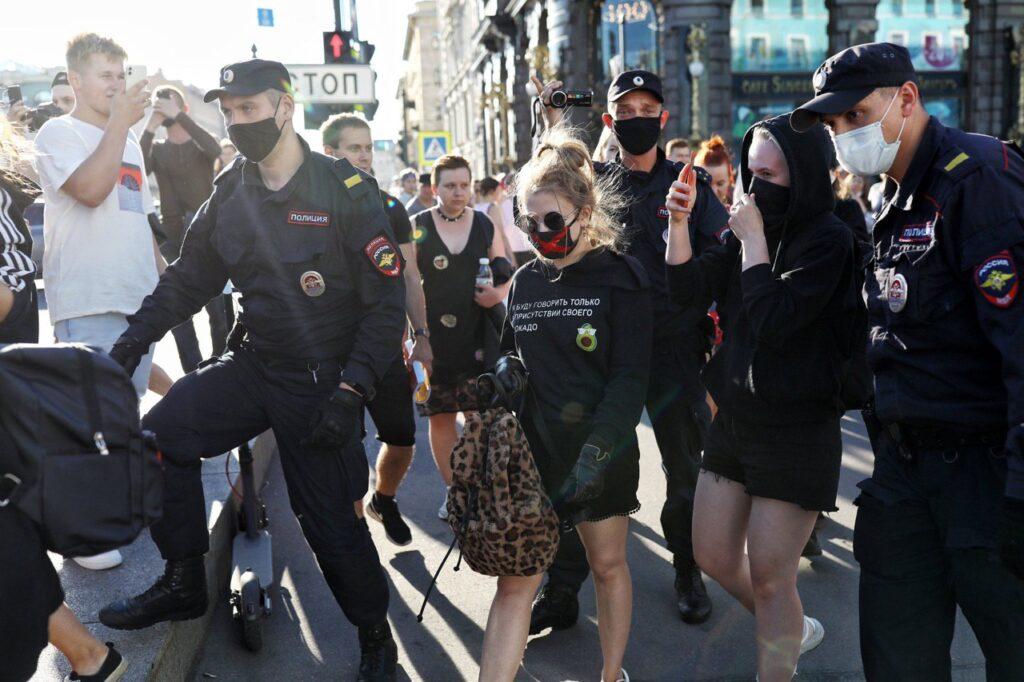 задержание феминисток петербург хачатурян