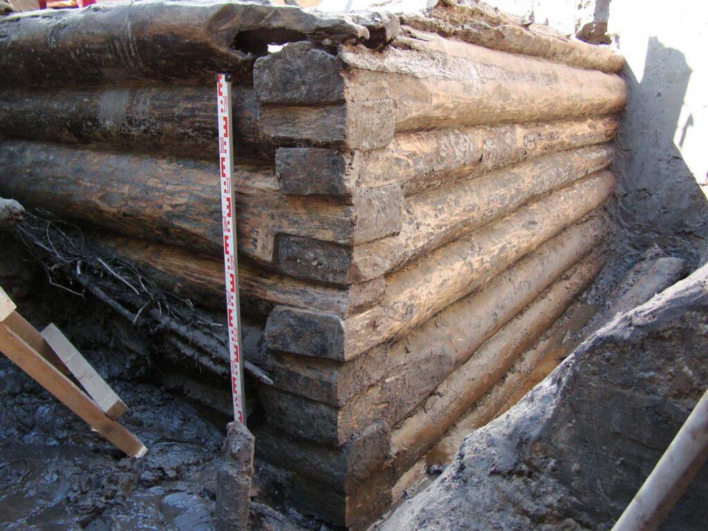 Деревянная башня-донжон Ландскроны. 1300 г. Законсервирована на месте. Раскопки 2006–2009 гг.