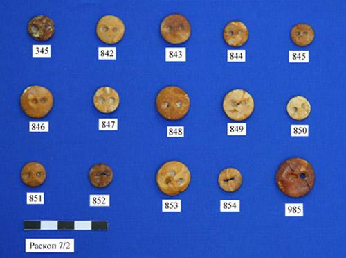 «Пуговки» — янтарные украшения эпохи неолита. Раскопки 2006–2009 гг.
