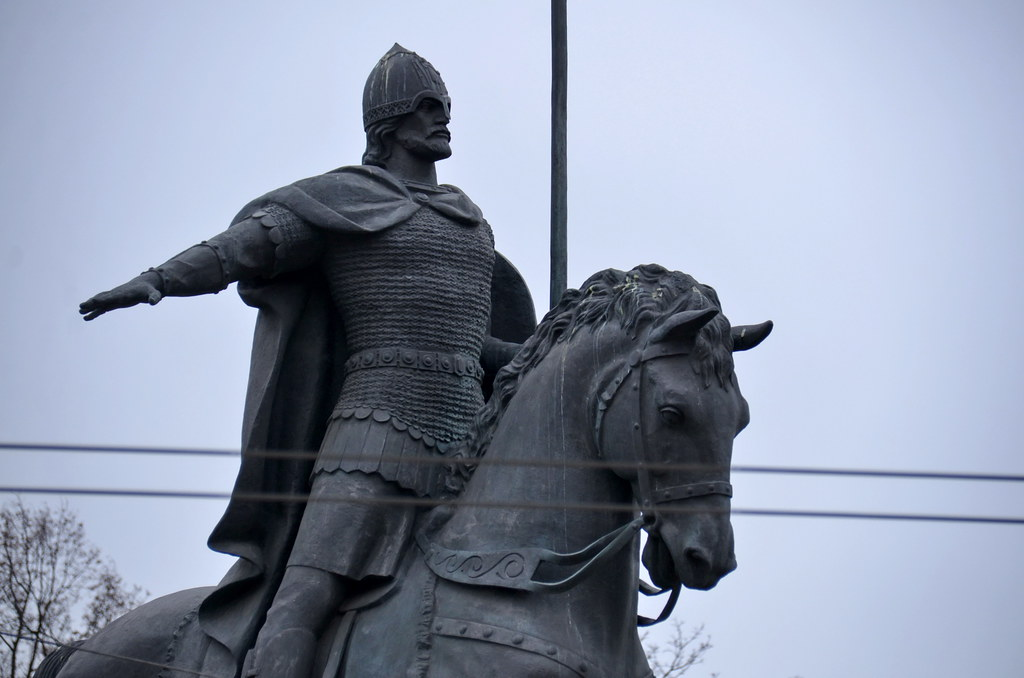 Победила дружба: Собянин принял решение о памятнике на Лубянке