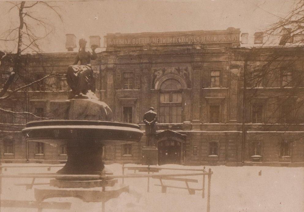 памятник гигея петербург фото