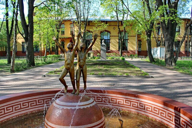 Памятник Золотые мальчики петербург